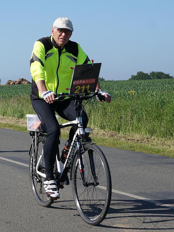Johan van der Veen op de fiets - Roparun 2015