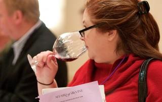 Wijnproeven voor het goede doel. Foto credits: https://www.flickr.com/photos/travelwitheric/